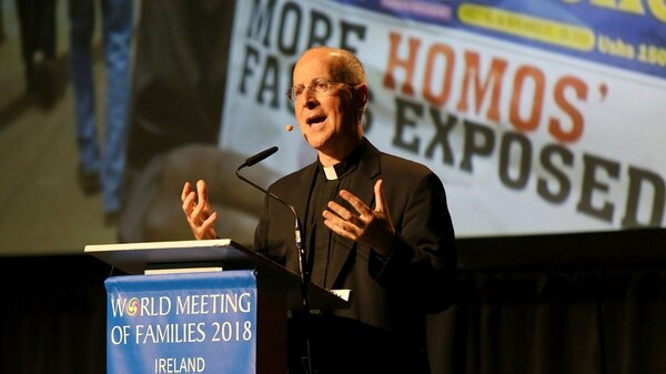 El sacerdote jesuita James Martin speaks at the World Meeting of Families in Dublin on August 23, 2018.Gay people in the Catholic Church are sometimes en Dublín (AFP PHOTO / Paul FAITH)
