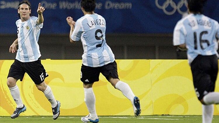 Messi festeja un gol en Beijing 2008, cita en la que conoció a Manu Ginóbili