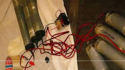 Cilindros cargados de explosivos que luego instalarán en los chalecos bomba