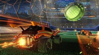 Los partidos ocurren en canchas reducidas, con una pelota enorme y pequeños vehículos como jugadores