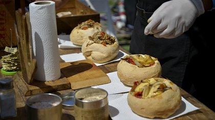 Pan de campo relleno con provoleta o con pollo