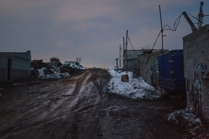 "Dusk falls over Cañada Real in Madrid, one of Europe's largest shantytowns, on Jan. 19, 2021. Life in Cañada Real, home to about 8,000 people, is ""just as horrendous"" as in Bosnian refugee camps, says one humanitarian aid worker who has visited both. (Samuel Aranda/The New York Times)"
