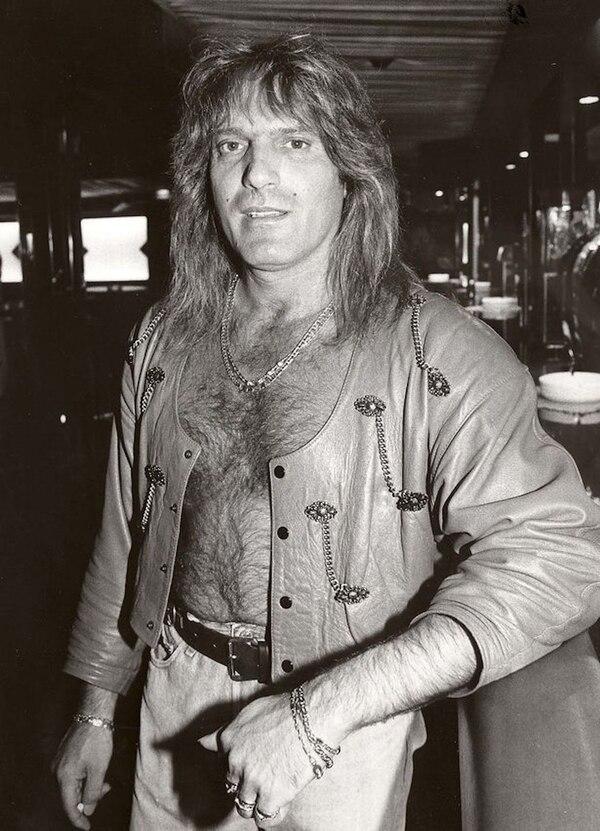 Su larga cabellera y pelo en pecho eran parte de la estética reinante en los 80 (Foto: Shutterstock)