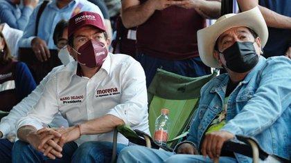 Como Peña Nieto en la Ibero: Mario Delgado se tuvo que esconder en un baño portátil