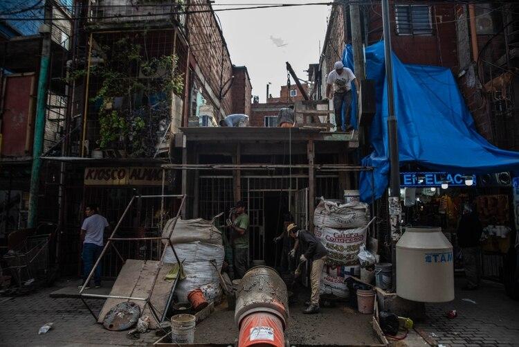 """""""La vida en el Barrio 31 es una vida intensa pero ya se comprueba un enorme disminución en la circulación, al menos de un 60% menos"""