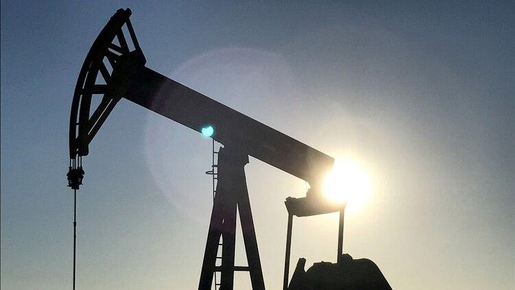 La caída en los precios del petróleo afectaría a las finanzas públicas del país (Foto: Reuters)