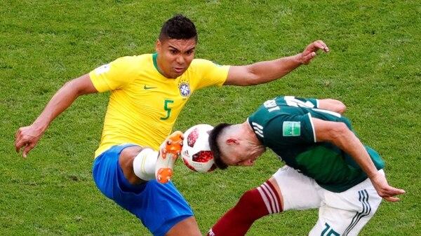 Soccer Football – World Cup – Round of 16 – Brazil vs Mexico – Samara Arena, Samara, Russia – July 2, 2018 Brazil's Casemiro in action with Mexico's Hector Herrera REUTERS/David Gray