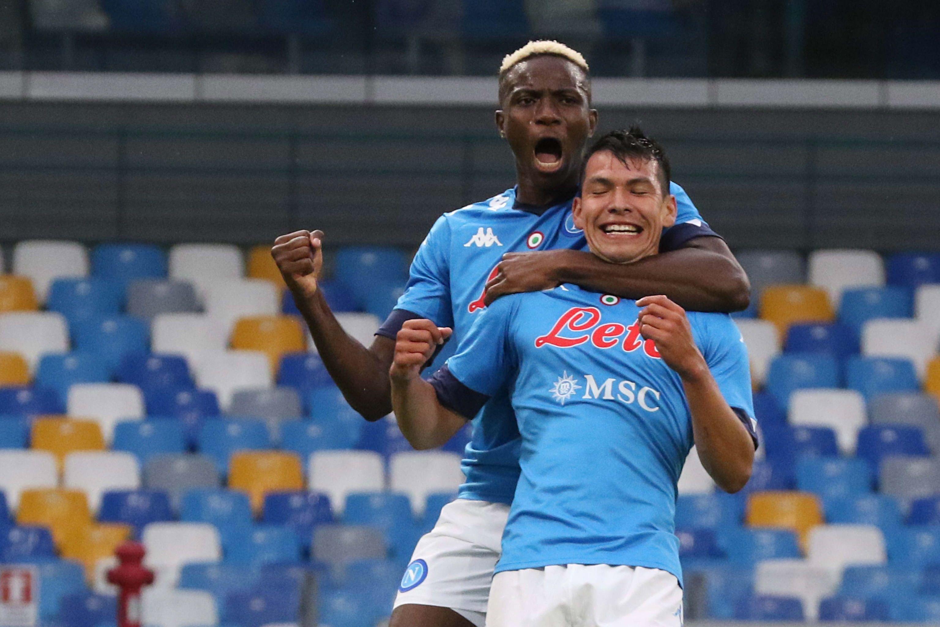 Hirving Lozano anotó dos goles contra el Génova, equipo que presentó 19 casos positivos por COVID-19 (Foto: Cesare Abbate/ EFE)