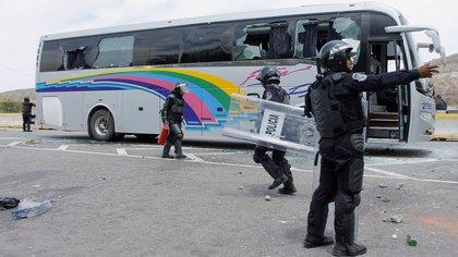 En los ataques murieron seis personas, entre ellas tres alumnos, y 43 estudiantes fueron detenidos por los policías municipales y entregados a miembros del cartel Guerreros Unidos (Foto: AFP)