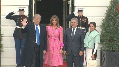 María Juliana Ruiz y el presidente Duque con el presidente Donald Trump y su esposa Melania Trump.  / Twitter: MarkKnoller