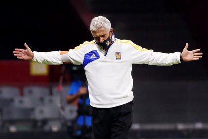 El entrenador de Tigres, Ricardo Ferretti fue duramente criticado por la sustitución de López al minuto 92 del encuentro contra Querétaro (Foto: José Méndez/EFE)