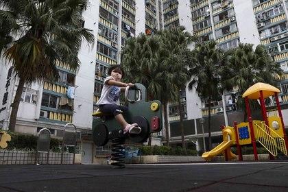 11/12/2020 A child plays in a Hong Kong playground.  POLITICS ASIA JAPAN ASIA CHINA ASIA INTERNATIONAL HONG KONG KY CHENG / ZUMA PRESS / CONTACTOPHOTO