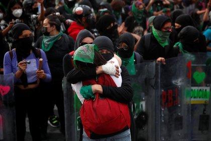 Los contingentes en el centro de la capital estaban encapsulados, peor lograron llegar a la Antimonumenta en Bellas Artes (Foto: Carlos Jasso / Reuters)