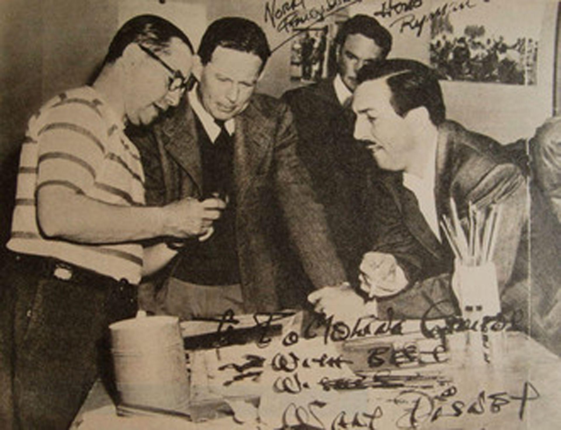 Florencio Molina Campos y Walt Disney en los estudios de Burbank, California