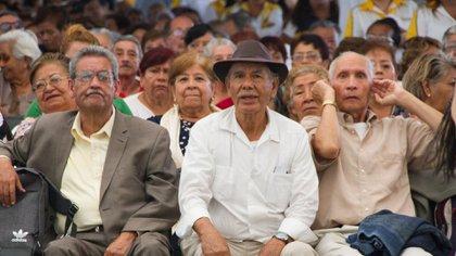 El número de adultos mayores que son beneficiarios de la pensión otorgada por el gobierno aumentó (Foto: Cuartoscuro)