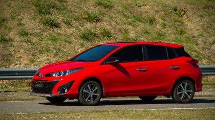 El Toyota Yaris queda por debajo del millón de pesos con el descuento.