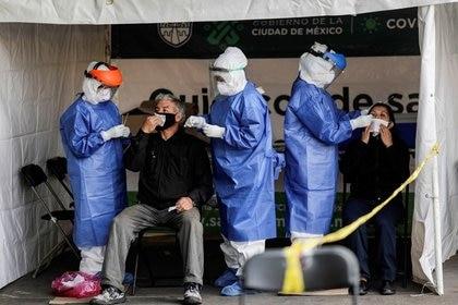 Autoridades epidemiológicas confirmaron un millón 15 mil 71 contagios acumulados por coronavirus hasta el 19 de noviembre de 2020 (Foto: REUTERS / Henry Romero)
