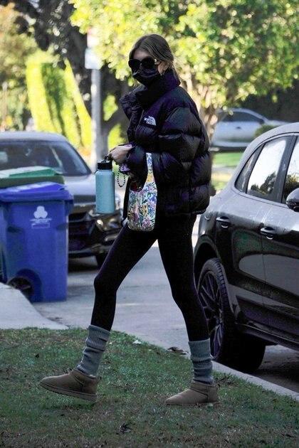 La modelo Kaia Gerber fue captada por los fotógrafos, muy temprano por la mañana, cuando llegaba a su clase de pilates, en Los Ángeles