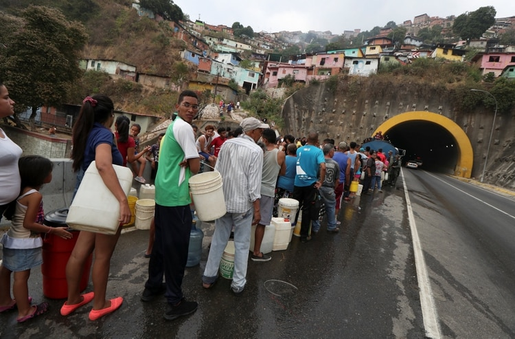 Táchira - Dictadura de Nicolas Maduro - Página 38 2019-03-31T211908Z_39331804_RC1C60405740_RTRMADP_3_VENEZUELA-POLITICS