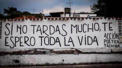 Paredes blancas y letras negras en Táchira, Venezuela