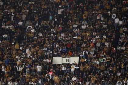 Foto de archivo de aficionados de Pumas durante un partido de la Liga MX Estadio Azteca, Ciudad de México. 9 de diciembre de 2018. REUTERS/Henry Romero
