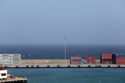 FOTO DE ARCHIVO. Vista general de un puerto de carga, en La Guaira, Venezuela. 27 de enero de 2016. REUTERS/Marco Bello.
