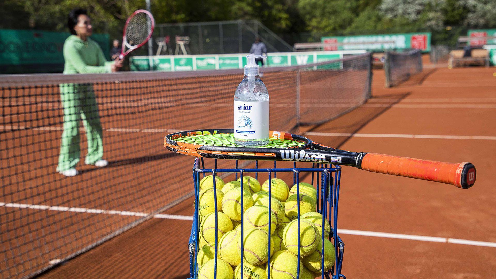 pelotas de tenis alcohol en gel
