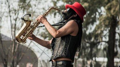 Eulalio ingresó al Conservatorio Nacional de Música de la Ciudad de México, en donde estudió armonía, composición, clarinete, saxofón, canto, piano e historia de la música.