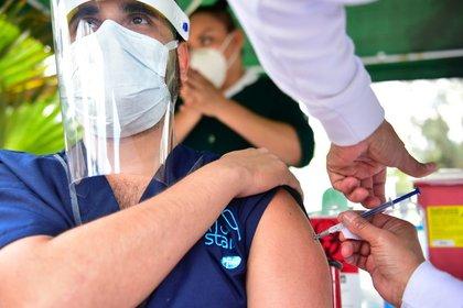 """Vecinos de Polanco y Las Lomas intentaron """"saltarse la fila"""" de las vacunas COVID-19 (Foto: Cuartoscuro)"""