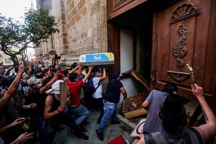 Según un nuevo colectivo denominado Detenidos Por Giovanni, se desconoce el paradero de al menos 38 manifestantes.   (Foto: REUTERS/Fernando Carranza)