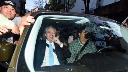 Alberto Fernández durante su llegada a la sede del PJ