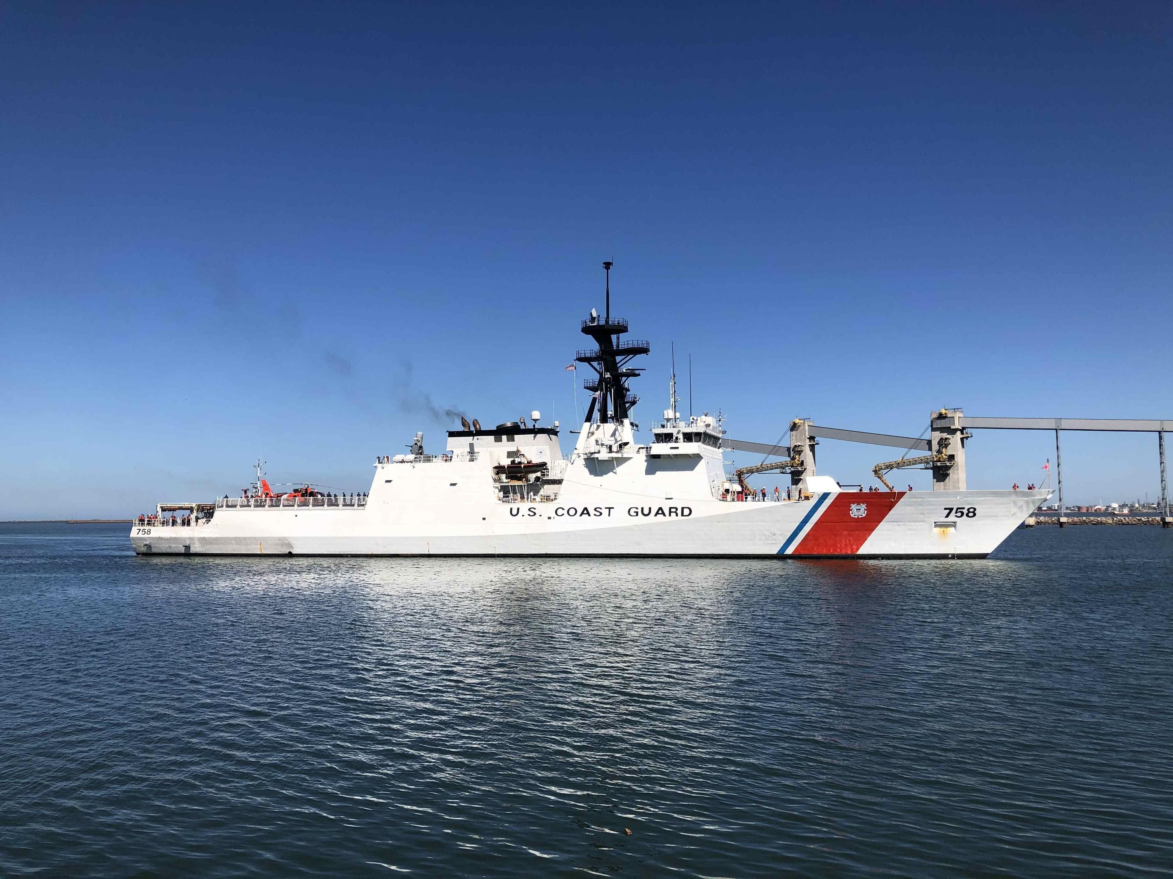 El USCG Cutter Stone a su llegada al puerto de Montevideo el 25 de enero