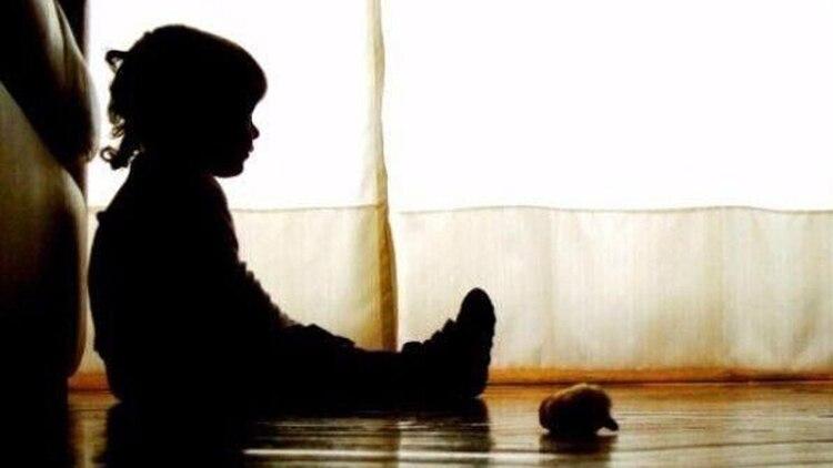 Los menores de edad no pueden presentar una denuncia directa cuando sufren abuso sexual por parte de un adulto, sino que es necesaria la intervención de un tutor (Foto: Archivo)