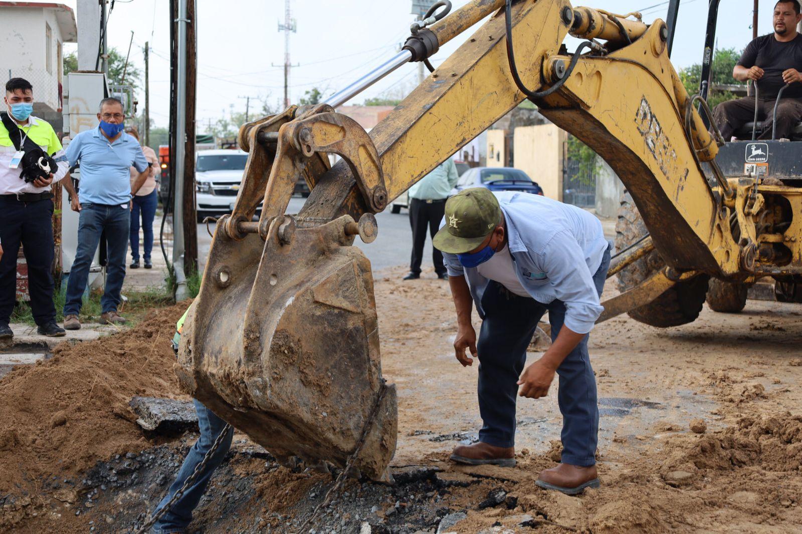 Socavón en Nuevo Laredo (Foto: Twitter@Gob_NuevoLaredo)