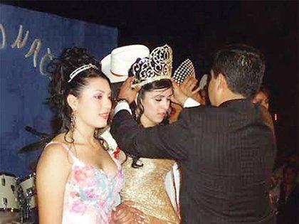 Emma Coronel en la ceremonia de coronación del Festival de la Guayaba y el Café (Foto: Archivo)