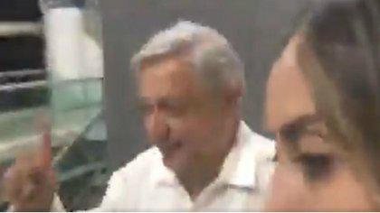 AMLO evitó contestar cuando le preguntaron del saludo a Consuelo Loera así como del contenido de la carta (Foto: Captura de Video)