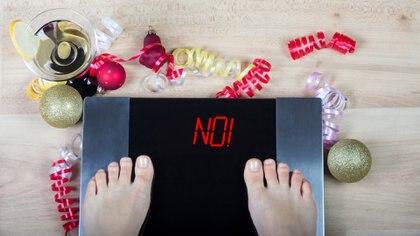 Generalmente, las épocas de las fiestas de fin de año dejan unos kilos de más (Getty)