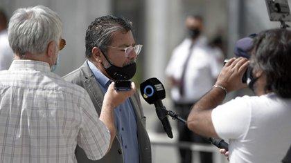 Gerardo Martínez al ingresar este mediodía al CCK (Adrián Escandar)