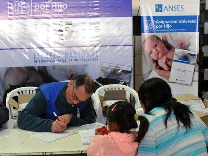 Unos cuatro millones de menores son beneficiarios de la AUH.