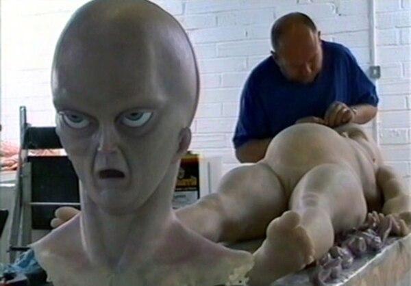 Humphreys durante la construcción del muñeco para la película de 2006