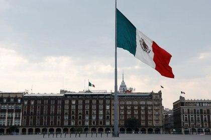 Foto de archivo ilustrativa de la bandera mexicana en la capital del país. (Foto: Carlos Jasso/ REUTERS)