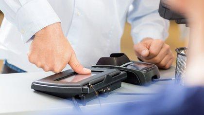 De acuerdo a Coru.com, los datos biométricos en el banco podría ser uno de los mecanismos más sencillos, gratuitos y seguros (Foto: Cortesía)