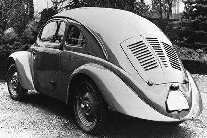 El Tatra T97, el auto que Porsche tomó como modelo para crear el Escarabajo.