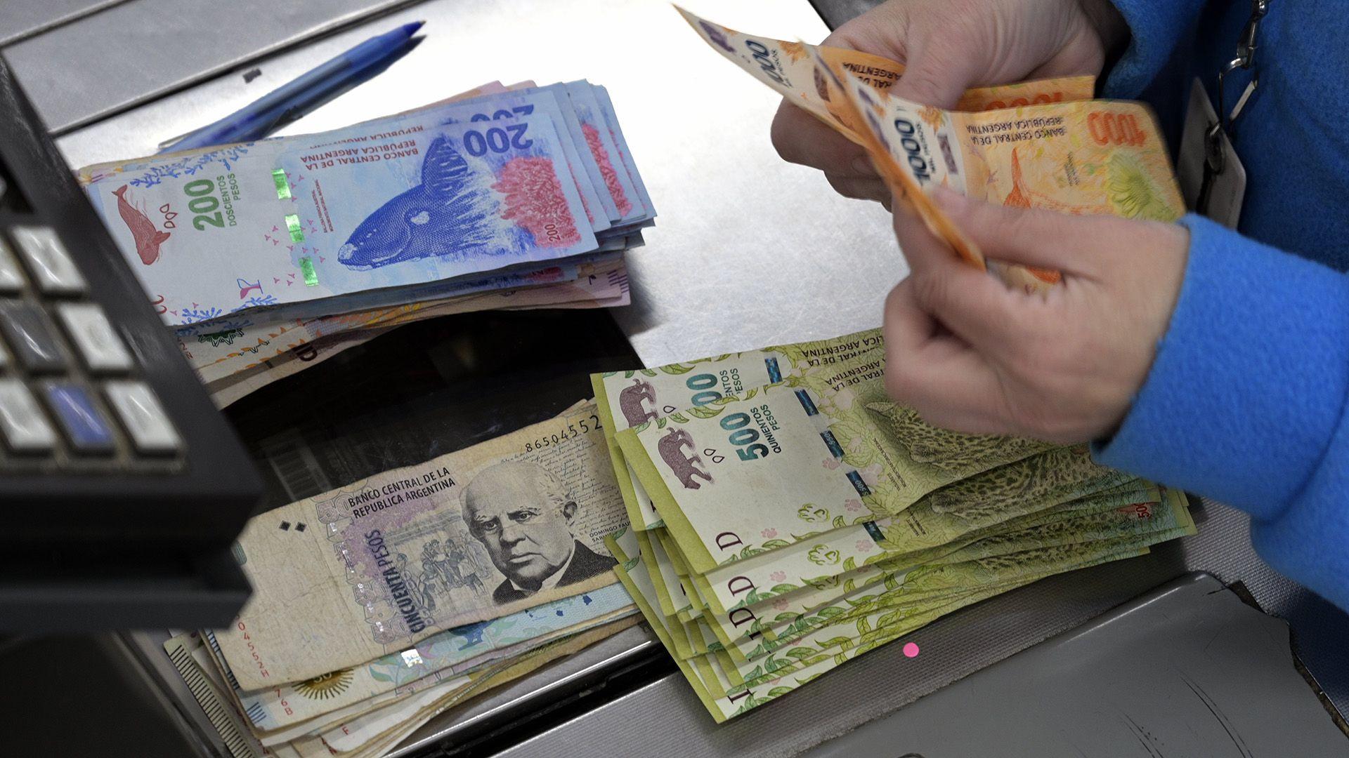 Mientras desciende el monto de depósitos a plazo fijo, el BCRA aprovecha para reducir su deuda. (AFP)