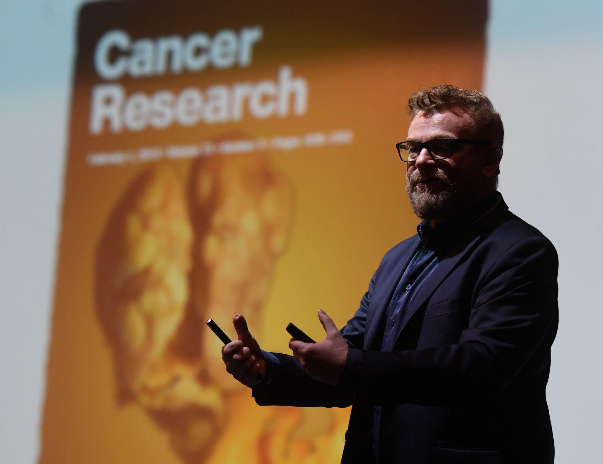 El  investigador Gabriel Rabinovich investiga enfermedades como los cánceres. Con el COVID-19, busca comprender los mecanismos que hacen que el coronavirus evade la respuesta del sistema inmune (Maximiliano Luna)