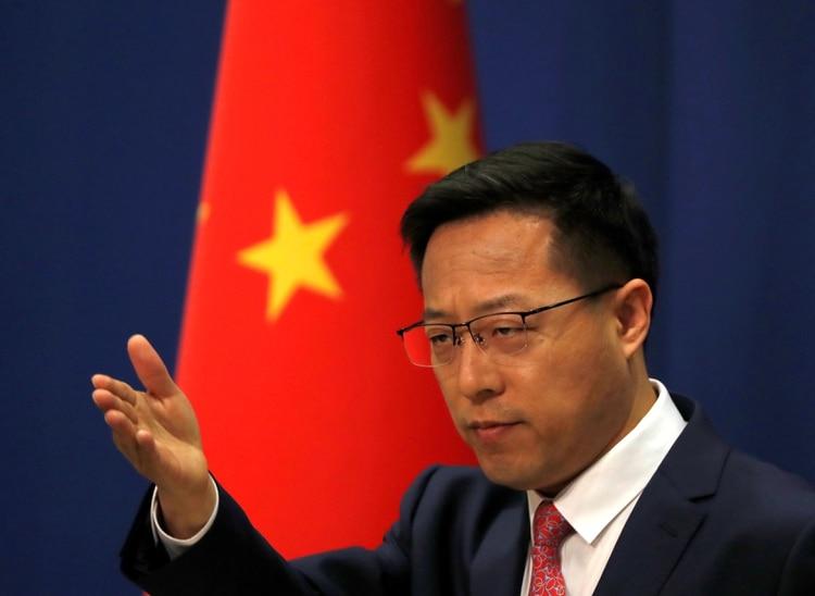 Zhao Lijian, portavoz del canciller chino, durante una conferencia de prensa el 8 de abril. (REUTERS/Carlos Garcia Rawlins)