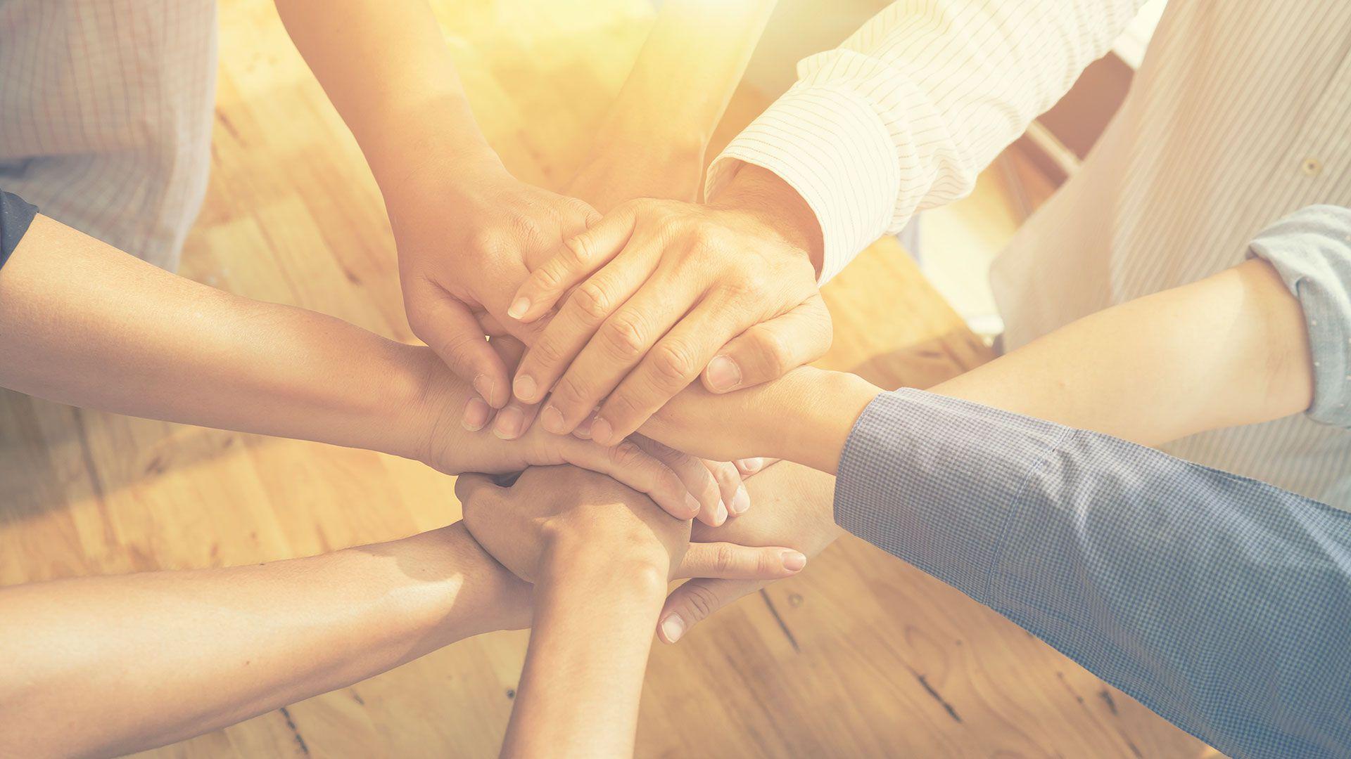 Querer salvar al otro es una manera de no querer ver las propias heridas (Shutterstock)