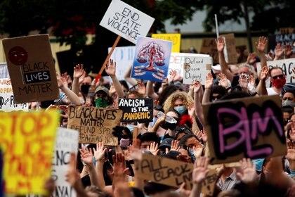 Una marcha contra el racismo este viernes en Seattle (REUTERS/Lindsey Wasson)
