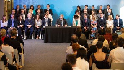 Alberto Fernández presento a sus ministros. Fue un acto austero (Franco Fafasuli)