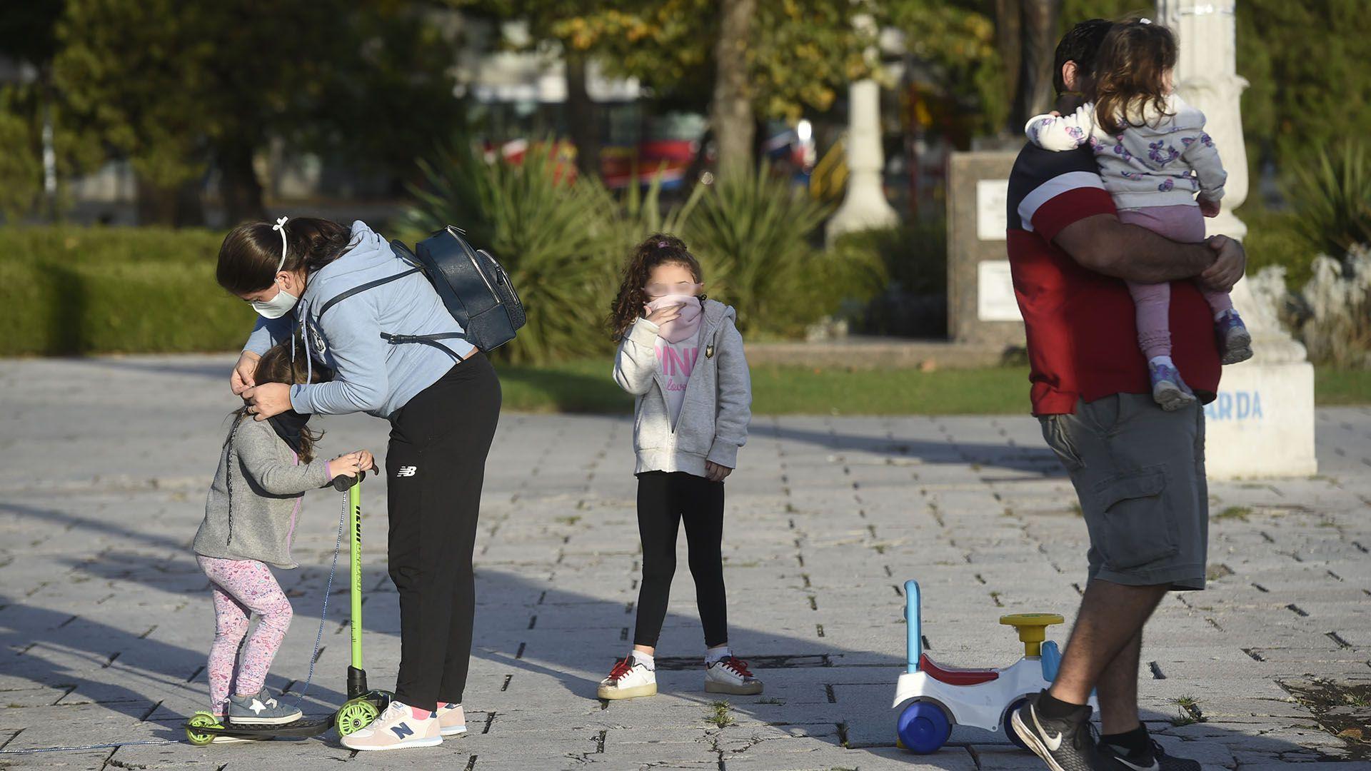 Chicos en las plazas en cuarentena - Coronavirus Argentina